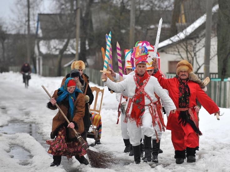 Performers sing Christmas carols, locall